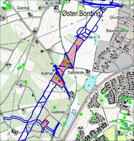 Blå kant angiver motorvejens anlægsarbejde. Røde linier og felter er det nu undersøgte.
