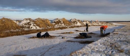 Udgravning i bidende frost.